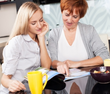 Kodin Kuvalehteä voivat lukea yhdessä äiti ja tytär